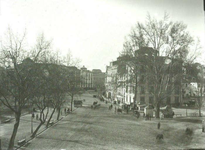 Plaza del Campillo mirando a Puerta Real.