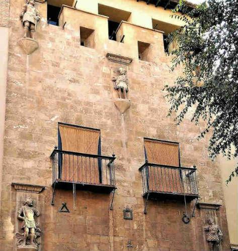 Fachada principal del edificio.
