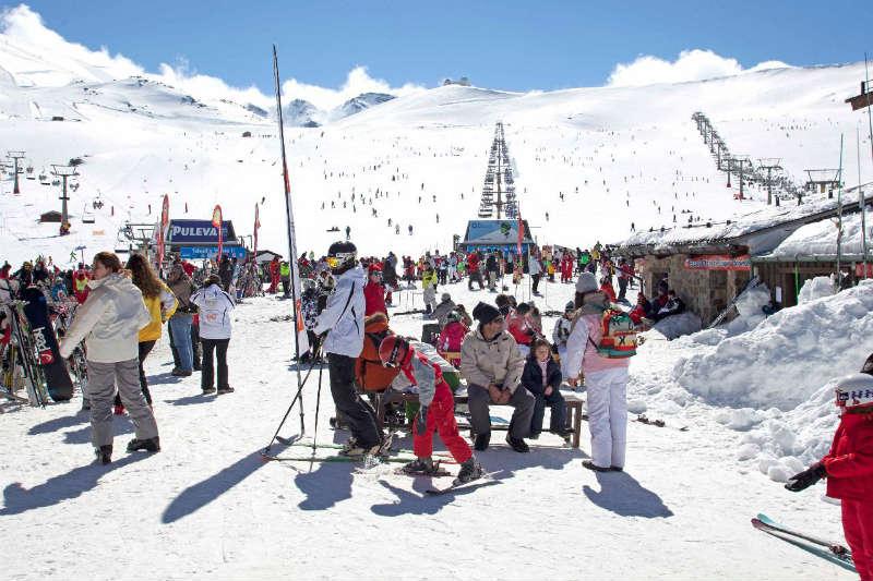La Estación de Esquí siempre llena de vida y sol