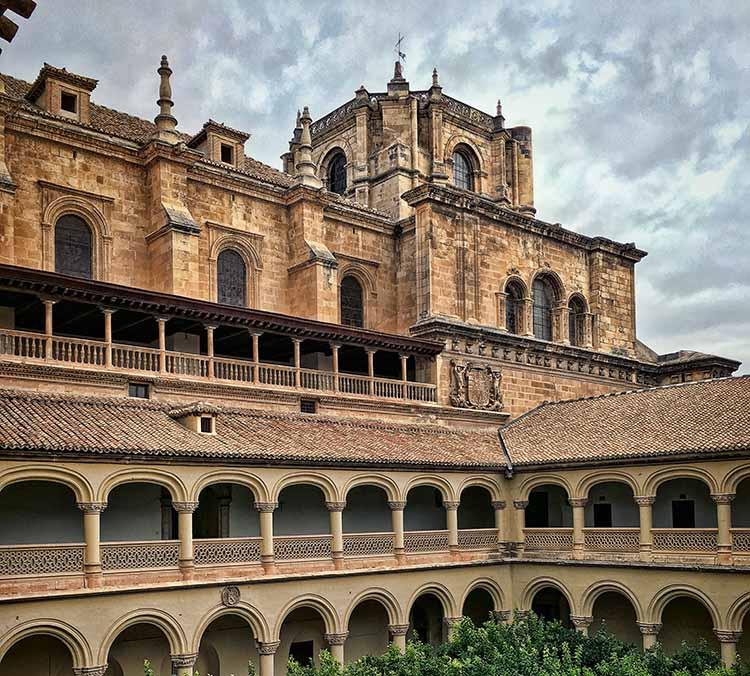 Interior del Monasterio de San Jerónimo Featured