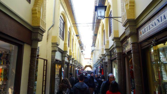 Arteria principal de la Alcaicería de Granada
