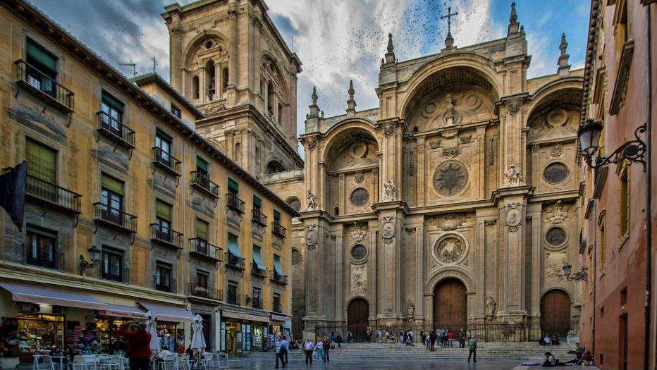 La Catedral de Granada desde Plaza de las Pasiegas.