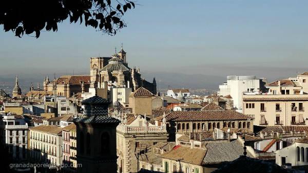 Torres de la Catedral y edificios colindantes. Cuando miramos a la izquierda desde el Mirador de Almanzora.