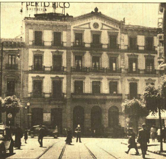 Así era el antiguo edificio de Correos, visto de frente en Gran Vía.