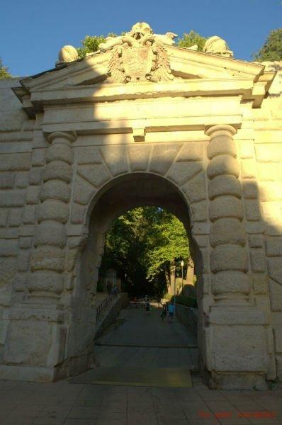Puerta de las Granadas. Cuesta de Gomérez.