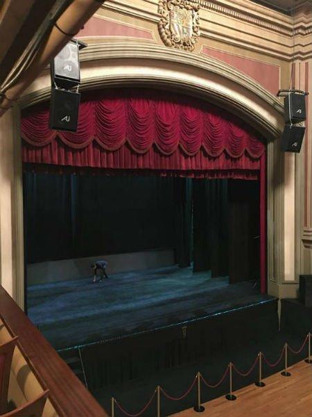 Interior del Teatro Isabel la Católica Granada. Escenario.