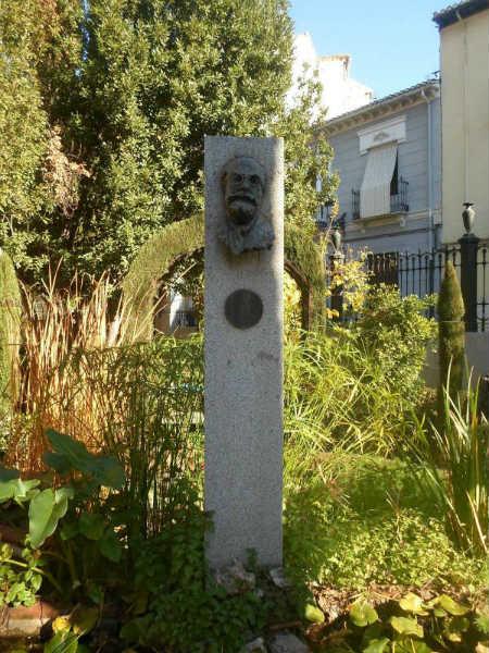 Escultura a Francisco Giner de los Ríos
