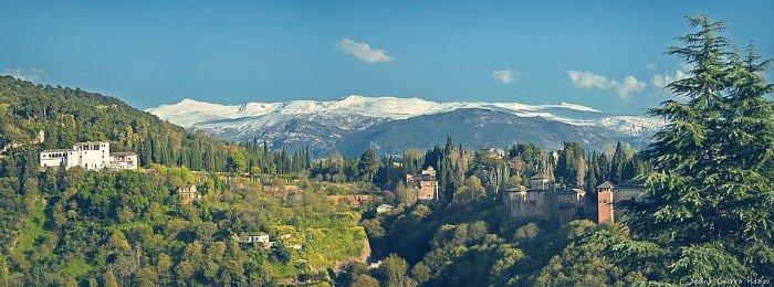 Sierra Nevada al fondo de la Alhambra y el Generalife