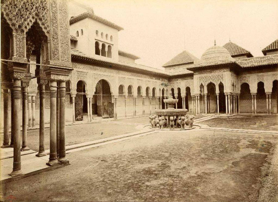 El Patio de los Leones de la Alhambra en 1897