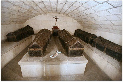 Féretros de plomo en la Capilla Real de Granada