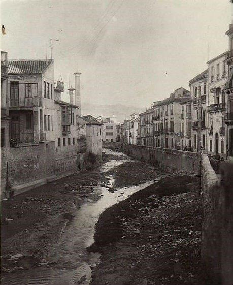 Acera del Darro sin Cubrir en 1936. Torres Molina. Archivo de IDEAL
