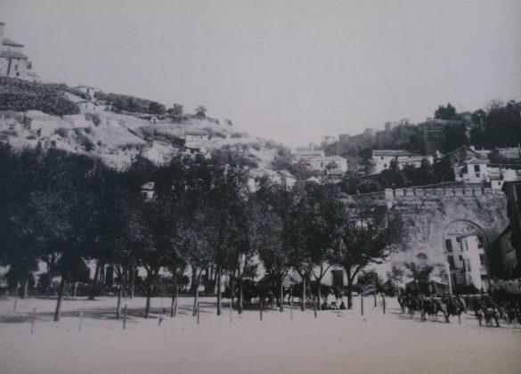 Arco de Elvira año antigua. Granada