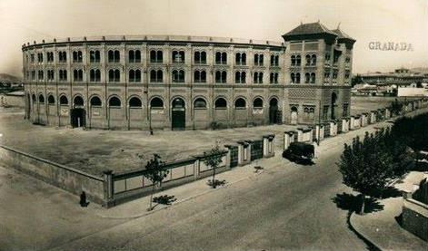 Avenida Dr. Olóriz y plaza de toros. Granada