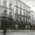 Calle de los Reyes Católicos, entones, también, de Casto Méndez Nuñez