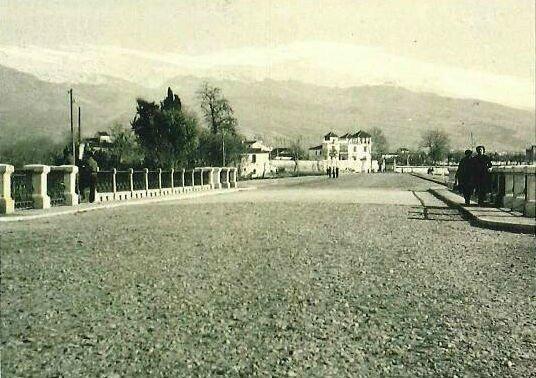 Camino de Ronda sobre el Puente Genil. Decada años 30