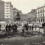 Colocación del Monumento de Isabel y Colón en la Gran Vía de Granada