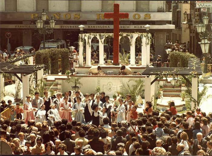 Dia de la Cruz en la Plaza del Carmen co Calle Navas. 1981