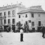 Hotel Victoria. Puerta Real y arranque de la calle Recogidas en 1890