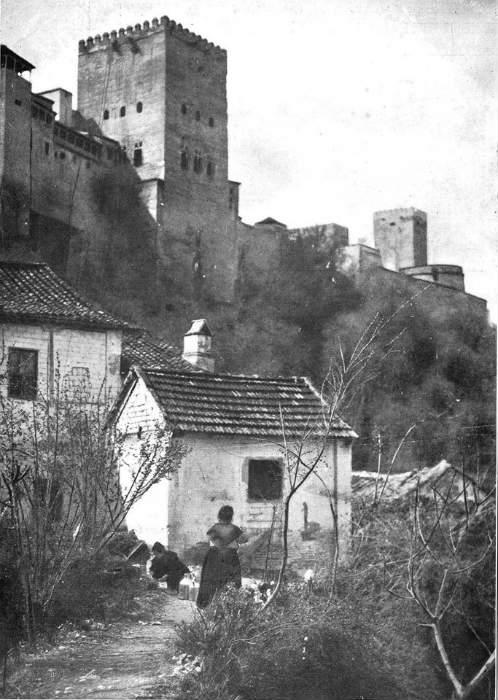 La Alhambra vista desde el cauce del río Darro en 1924