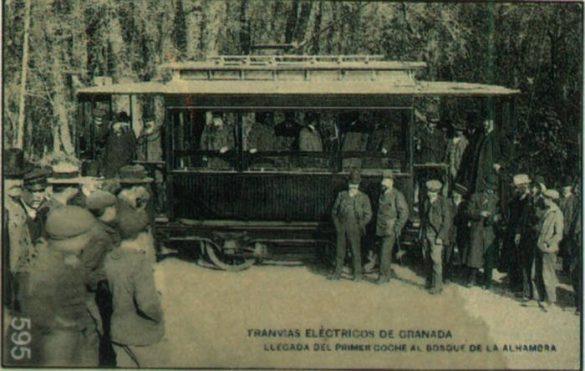 Llegada del primer coche tranvía al bosque de la Alhambra Granada