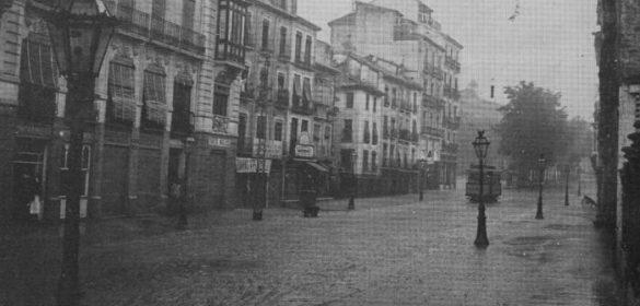 Lloviendo por la calle Reyes Católicos