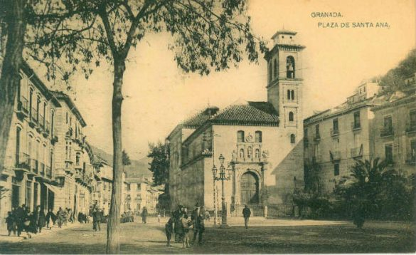 Maravillosa imagen de la Iglesia y Plaza de Santa Ana. Granada