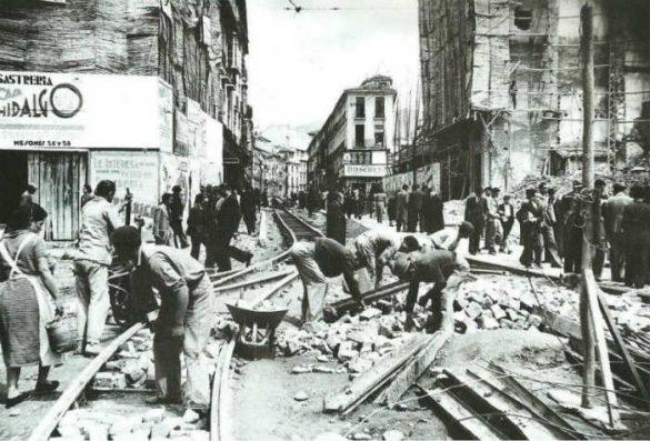 Obras en la calle Reyes Católicos en los años 40 a