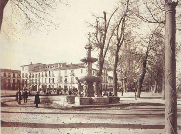 Paseo del Salon. Fuente de los Gigantones, en la actualidad en Plaza Bib Rambla. 1885-1890.