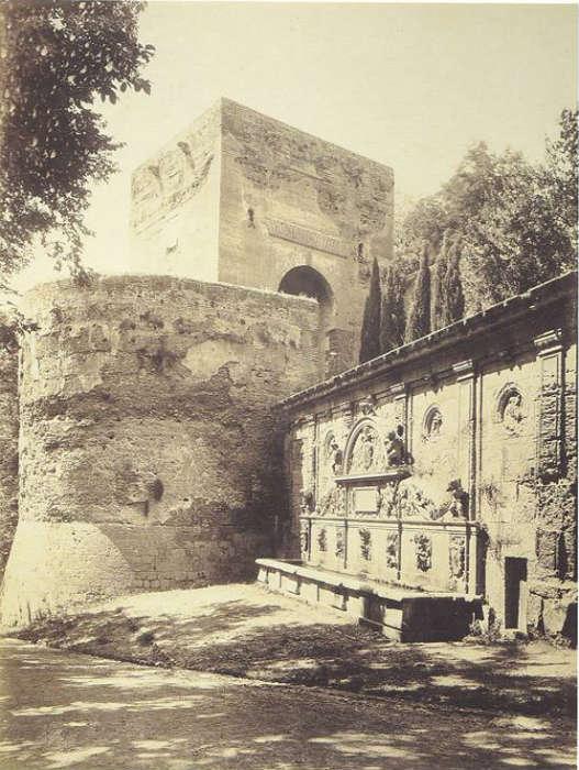 Pilar de Carlos V y Puerta de la Justicia, 1885-1890.