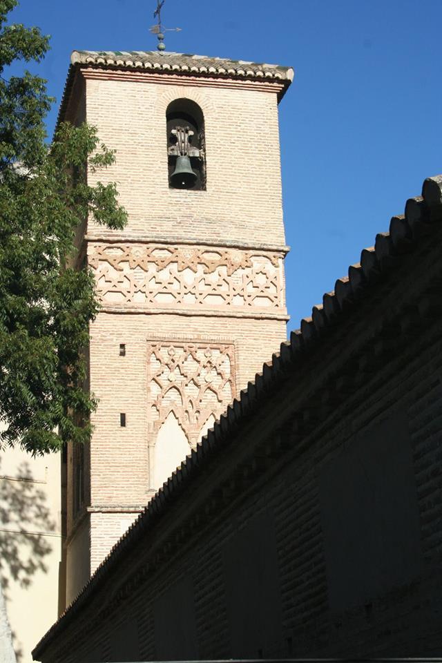 Calle San Juan de los Reyes Granada. Alminar de la antigua mezquita.