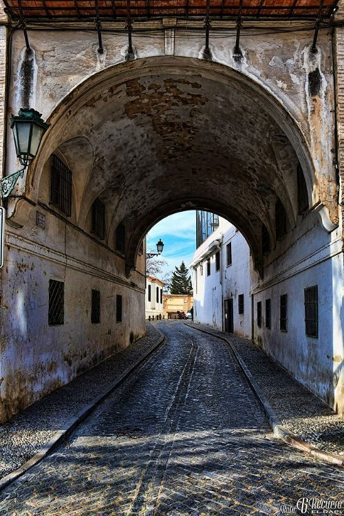 Aro de entrada a San Juan de los Reyes desde la Cuesta del Chapiz