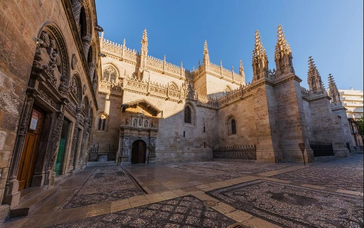 Capilla Real desde la calle oficios. Foto de capillarealgranada.com