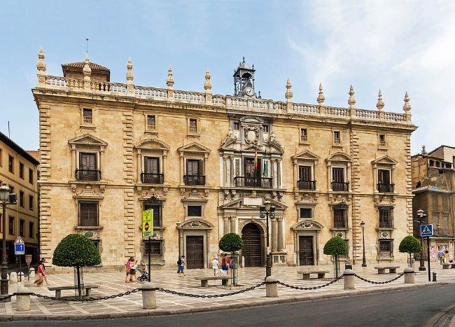 Dónde alojarse en Granada. Edificio de la Real Chancillería en Plaza Nueva