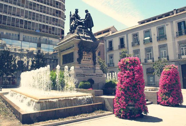 Plaza Isabel la Católica, epicentro de Granada capital