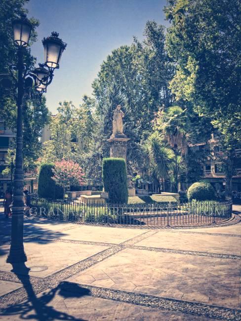 Plaza Mariana Pineda junto a Plaza del Campillo