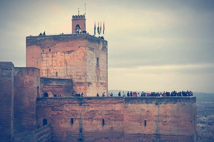 La Torre de la Vela en la Alcazaba de la Alhambra