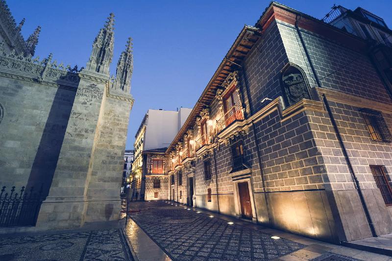 Tour de Misterios y Leyendas por Granada
