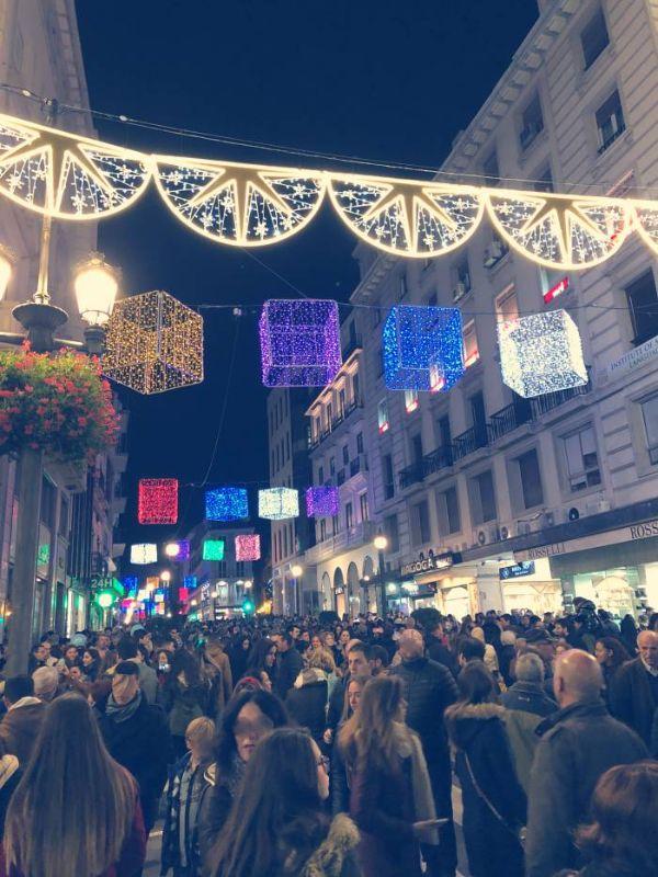 Calle céntrica granadina durante la Navidad
