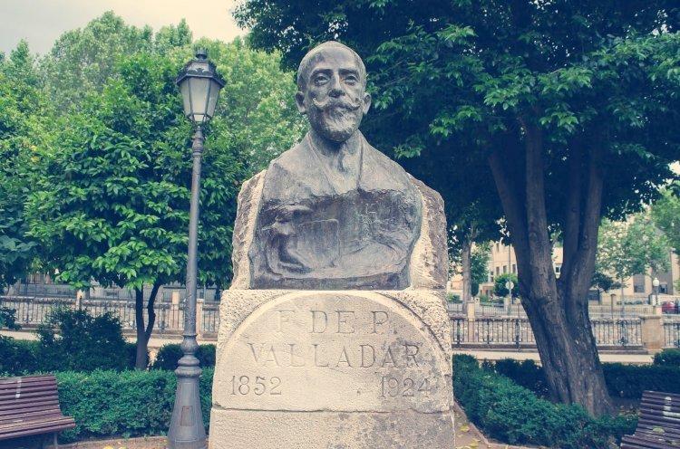 Busto de Francisco de Paula Valladar en los Jardines del Genil.
