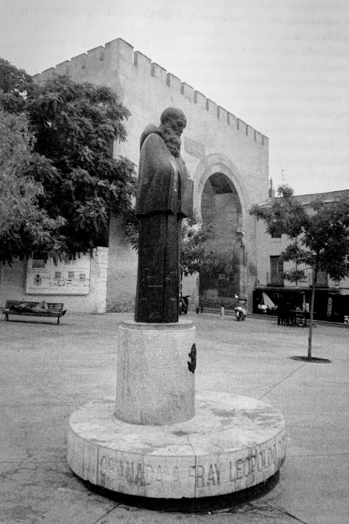 Monumento de Fray Leopoldo en la Puerta de Elvira