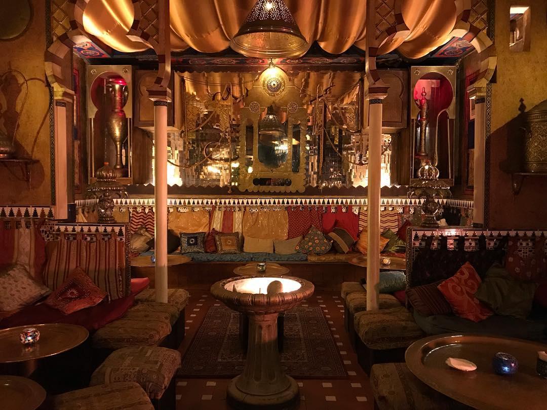 Interior de una tetería en Granada